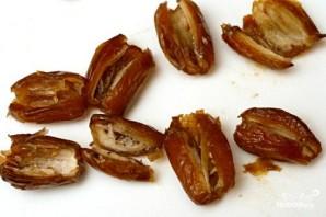 Закуска из фаршированных фиников с беконом - фото шаг 1