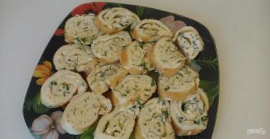 Рулет омлетный с плавленым сыром - фото шаг 10