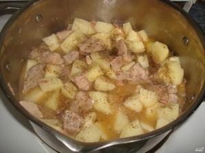 Картофель, тушенный со свининой - фото шаг 8