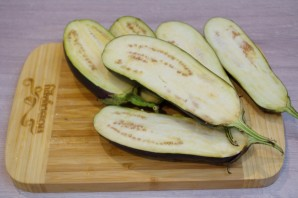 Лодочки из баклажанов с овощами - фото шаг 1