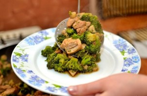 Курица с овощами на сковороде - фото шаг 16