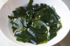 Салат с водорослями вакаме - фото шаг 1