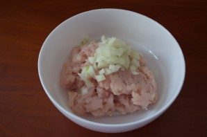 Тефтели в томатном соусе со сметаной - фото шаг 1