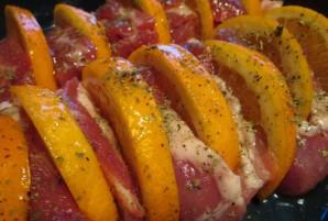 Мясо с апельсинами в духовке - фото шаг 5