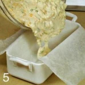 Луковый кекс с сыром - фото шаг 5
