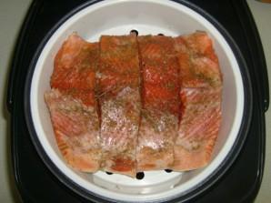 Красная рыба в мультиварке - фото шаг 4