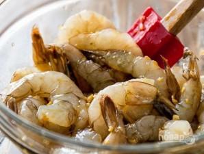 Креветки с соевым соусом и чесноком - фото шаг 1