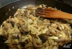 Картофель, тушенный с грибами и луком - фото шаг 1