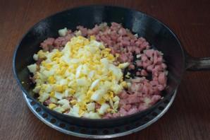 Картофельные котлеты с колбасой - фото шаг 7