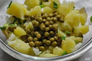 Салат картофельный с маринованными огурцами - фото шаг 3