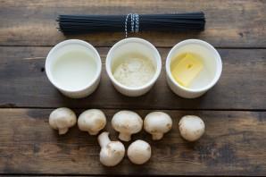 Грибы под белым соусом - фото шаг 1
