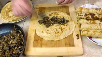 Блины с грибной начинкой и яйцами (рецепт для гурманов) - фото шаг 10