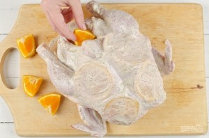 Курица, запеченная с апельсинами - фото шаг 4