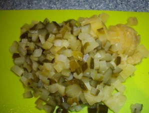 Салат с копченым кальмаром   - фото шаг 4