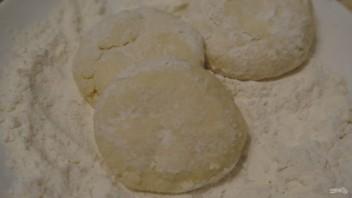 Сырники из прокисшего творога - фото шаг 4