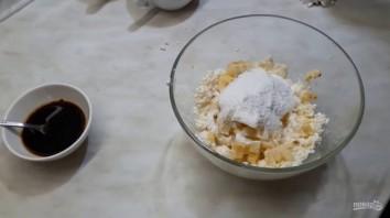 Вкусный десерт из творога с бананом и кофе - фото шаг 2