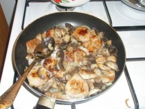 Телятина с грибами в сметане - фото шаг 6