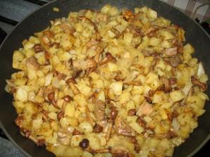 Картошка с грибами опятами жареная - фото шаг 8