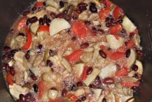 Курица с грибами и фасолью - фото шаг 5