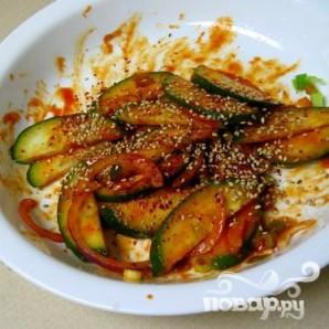 Пряный салат из огурцов - фото шаг 7