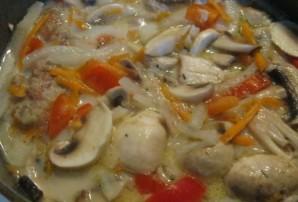 Курица с грибами и овощами - фото шаг 6