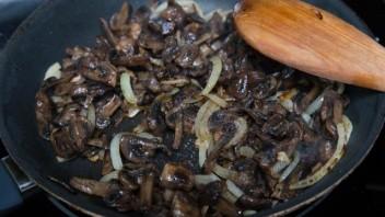 Запеканка из пельменей с сыром и грибами - фото шаг 3