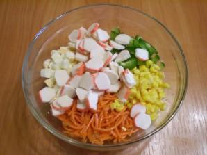 Салат с корейской морковкой и крабовыми палочками - фото шаг 5