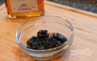 Салат с черносливом и грецким орехом - фото шаг 3