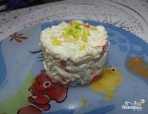 Салат из крабовых палочек с рисом - фото шаг 7