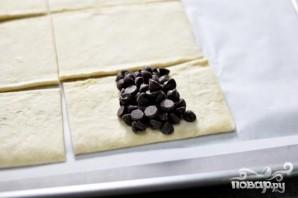 Круассаны с шоколадом из слоеного теста - фото шаг 3