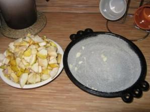 Шарлотка со сметаной и яблоками - фото шаг 5