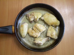 Жареная курица кусочками на сковороде - фото шаг 4