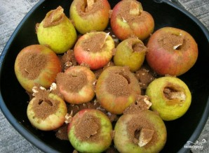 Запеченные яблоки с орехами - фото шаг 3