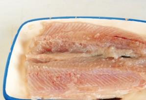 Рыба жареная с луком - фото шаг 4