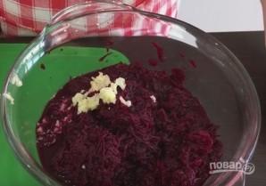 Салат из свеклы (просто, но вкусно) - фото шаг 2