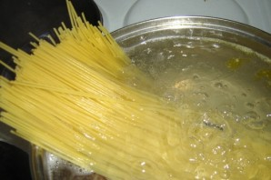 Спагетти с фаршем и томатным соусом - фото шаг 3