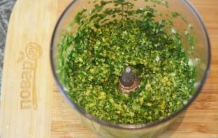 Сосиски-гриль с соусом песто из руколлы - фото шаг 4