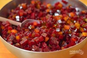 Салат из варёной свеклы - фото шаг 6
