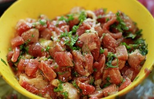 Мясо с грибами на сковороде - фото шаг 2