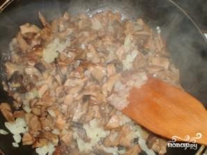 Картофельные котлеты с грибной подливкой - фото шаг 5
