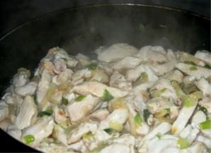 Курица с овощами в сметанном соусе - фото шаг 2