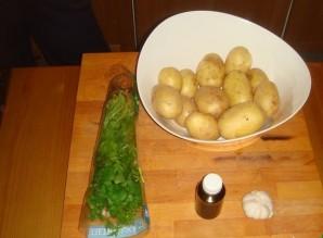 Картошка с зеленью и чесноком - фото шаг 1
