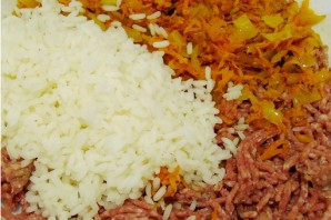 Тефтели под соусом в духовке - фото шаг 2