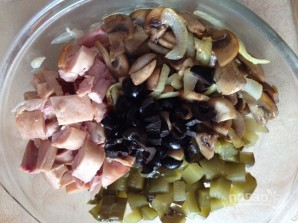 Салат с грибами и куриной грудкой - фото шаг 7