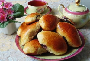Пирожки с черникой из дрожжевого теста - фото шаг 11