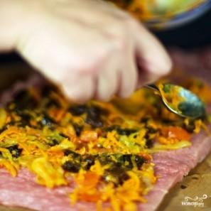 Свиной рулет с морковью и черносливом - фото шаг 14