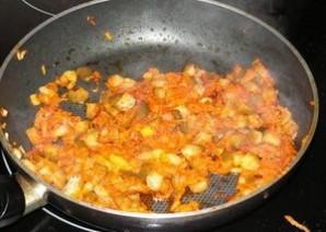 Солянка с копченой колбасой - фото шаг 4