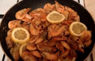 Жареные креветки с лимоном - фото шаг 3