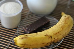 Манная каша с бананом - фото шаг 1