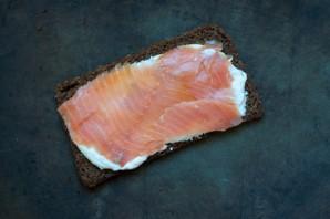 Бутерброды с копченым лососем - фото шаг 4